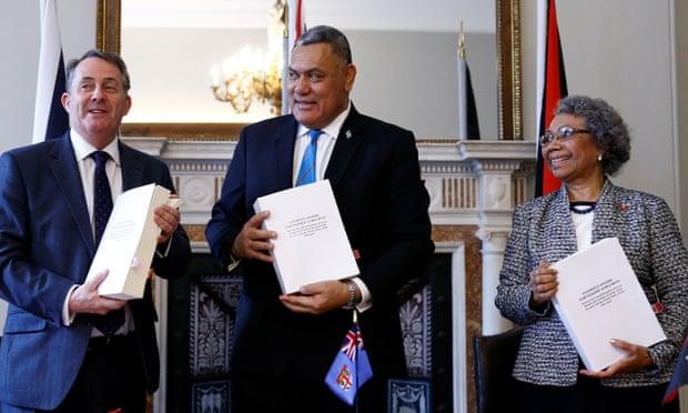 Великобритания подписывает торговую Post-Brexit сделкус Фиджи и Папуа-Новой Гвинеей