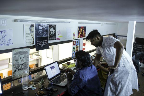 Как Фейсбук борется с фейк-новостями в Индии