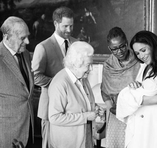 Меган Маркл и принц Гарри представили миру своего нового сына